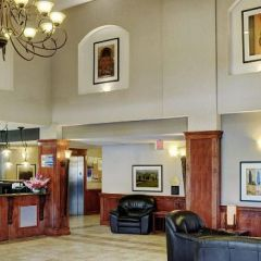 Lakeview Inn and Suites - Fort Nelson